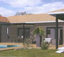 Vu côté piscine (premier plan = terrasse couverte et bureau)