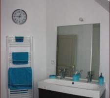 SDB étage, meuble et miroir Ikéa, pendule Alinéa