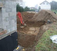 J52_on a pas trouvé de trésors sous la maison, peut-être sous la terrasse ?!