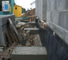 J53_Les fondations des murs porteurs du trotoir