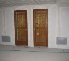 2 portes fenêtres en bois   volets bois