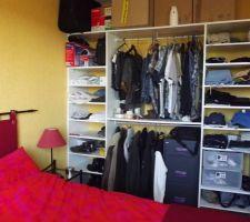 rajout d etageres dans notre placard pour optimiser un maximum de place
