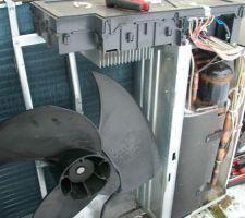 Le compresseur de la climatisation rouillé.