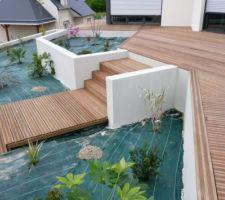 Avec le bois de l'autre photo , et le batie enduit de celle-ci , vous devez arriver à vous faire une idée de ma future terrasse....