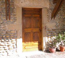 galets du rhône et ancienne porte du vieux Lyon