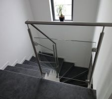 vue depuis l etage garde corps en verre et rambarde et main courante en inox