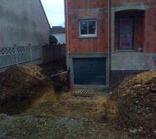 rampe vers garage d abord une pente a 5 sur 5 m puis 18 sur 7 m avec puisard en bas de rampe