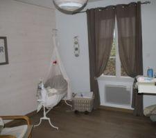 Chambre de notre petit garçon... Berceau chiné et entièrement restauré, habillage fait par ma maman :-)