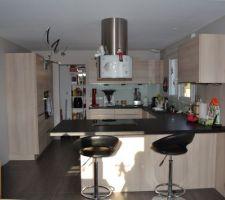 La cuisine, au fond le cellier avec les spots au plafond manquants pour la photo mais installés aujourd'hui.