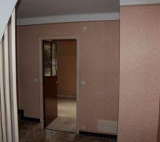 Pallier 2* étage servant 2 chambres et wc