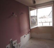 Un mur de la cuisine en rose, en vrai la couleur est plus claire