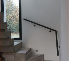 l escalier beton qui est reste a l etat brute pour l instant