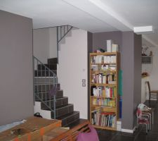 Salon et escalier