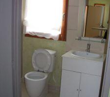 une des salles d eau dans les suites