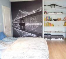 Nous avons commencé à décorer la chambre de notre fils (il aura bientôt 12 ans) sur le thème qu'il a choisi : style urbain New York