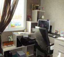 Chambre d'amis finie et transformée en bureau et chambre d'appoint