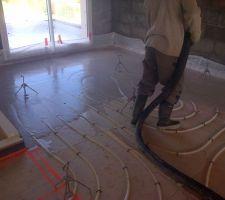 Coulage du plancher chauffant,140 m² ...