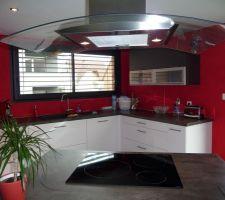 notre cuisine repeinte en rouge