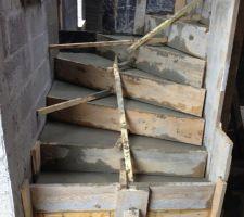 escalier beton coule