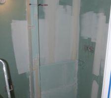 Pose du rebord de douche en carreau de plâtre
