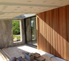 Mur déco à la chaux et bardage en red cedar, terrasse sud, à l'étage