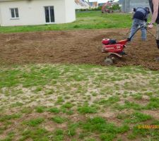 preparation du terrain pour la pelouse