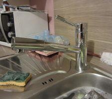 Le robinet avec douchette enfin installé