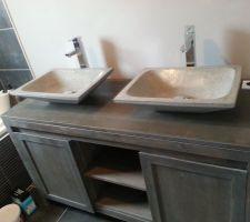 Montage de salle de bain en cours