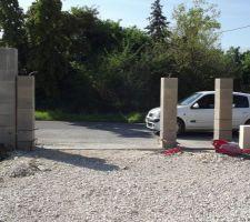 Semelle et poteaux pour portail et portillon