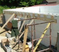 Préparation pour la muralière pour la terrasse