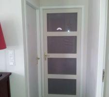 la porte du couloir une fois fini avec placo et peinture de tout le couloir refait a cette occasion