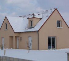Maison terminée à l'extérieure. Il reste des finitions intérieures.