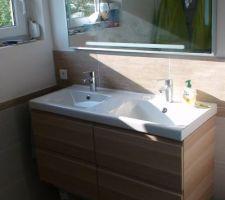 salle d eau avec le soleil le matin on adore