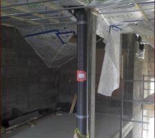 Le bloc VMC DF étant dans la cave, il faut descendre le long du pilier (conduite Helios de 200 mm)
