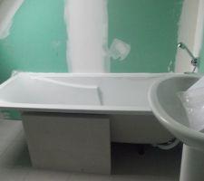 On va faire le tablier en siporex, pour servir aussi de soutien à la baignoire