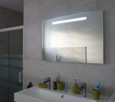 Photos et id es salle de bain salle d 39 eau meubles brico for Miroir salle de bain brico depot