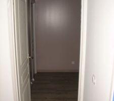 entree de la chambre il faudra encore peindre toutes les portes interieures de la maison