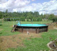 la dalle coulee j ai pu monter la piscine une cerland 5m30 x1m30 d une valeure de 4500 qui a 3 ans mais achete sur leboncoin a 700
