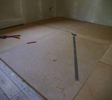 Mise en place des deux couches de 20 mm  de bois compressé pour l'isolation phonique entre les étages.