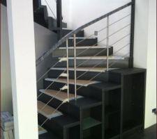 escalier de chez somme avec bibliotheque integree