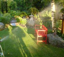 arrosage de la pelouse au coucher du soleil