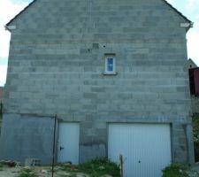 Petite fenêtre   Porte de garage   Porte de service