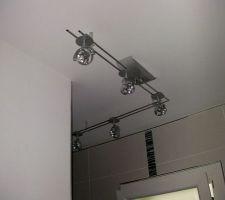 Rampe de spots de la salle de bain du rdc