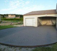 beton imprime mise en oeuvre d une beton de centrale lissage incorporation de la couleur choisit sechage application de poudre de decoffrage application du moule choisit 48h plus tard passage karcher et mise en oeuvre d une resine