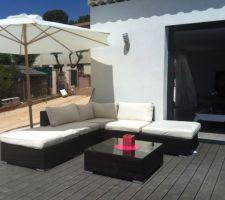 Salon de jardin et luminaire terrasse