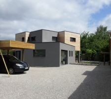 construire une maison cubique contemporaine avec piraino