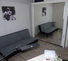 notre ancienne armoire de chambre encastree dans le renfoncement