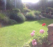 vue sur le jardin par celle belle matinee ensoleillee de septembre