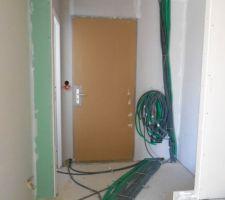 sacree boulot electricien on imagine pas qu il y ai autant de metre de cable dans une maison