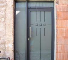 porte arriere triple vitrage securit gris fonce exterieur blanc interieur